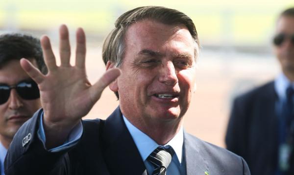 Bolsonaro realizará exame para checar se ainda está com a COVID-19 nesta terça-feira